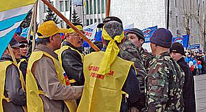 Правительственная «охрана» не пускает «Справедливую Россию» на площадь Арата